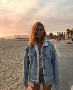 Cute oversized denim jacket lined with shearling.