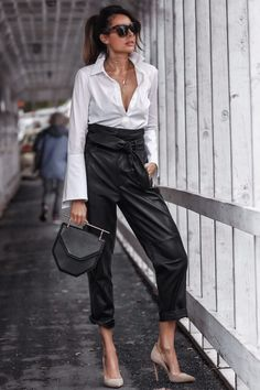 Best Outfit Styles For Women - Fashion Trends Fashion Blogger Style, Fashion Mode, Fashion Stylist, Work Fashion, Fashion Trends, Fashion Bloggers, Leather Trousers Outfit, Trouser Outfits, Business Outfit Damen