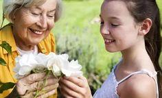 1. Самым верным составляющим вашего подарка - будут ее любимые цветы.
