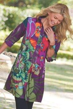 Fun cotton tunic is all about the bold tropical print, detailed with a partial button placket, welt pockets, three-quarter length sleeves with turnback cuffs and a shirttail h