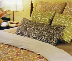 pillow arrangement ideas. Very clean and crisp!