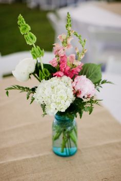 i want to have these colours!! White, pale pink, bright pink and green    Photography by kristydickerson.com, Floral Design by lanierlandflorist.com