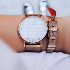 | 'FRIYAYY! - Time to show off your prettiest armcandy!' @noaahnoaah is rocking our rosegold Mesh watch! kapten-son.com⠀ ⠀