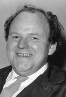 While filming the role of Planchet in The Return of the Musketeers Roy Kinnear fell from a horse, breaking his pelvis. Tragically, he subsequently bled to death. Comedy Actors, Tv Actors, Actors & Actresses, British Comedy, British Actors, Old Movie Stars, Marilyn Monroe Photos, Before Us, Famous Faces