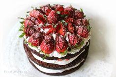 """ERDBEERSCHOKOTORTE NAKED CAKE Eigentlich gefallen mir die """"eingepackten / angezogenen"""" ;-) Torten besser, aber irgendwie hat es doch was. Also heute mal eine nackte Torte. Was meint ihr dazu? Ich finde, es ist ein Hingucker auf der Kaffeetafel.  Ich freue mich auf eure Rückmeldungen!"""