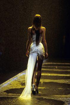 Alexander McQueen Spring 1998 Ready-to-Wear Fashion Show Details