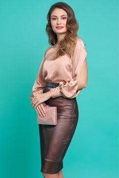 Comanda online, Bluza dama PrettyGirl rosa eleganta cu croi larg din material satinat cu maneci decupate. Articole masurate, calitate garantata!