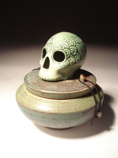 Arches Eyes Skull Urn Covered Jar Bee Hive Hair