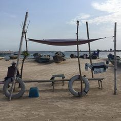 Beautifully inventive shade and sculptural installation on the beach in Lagos. Noah Purifoy might approve. #lagos #beach #unintended #sculpture #installation