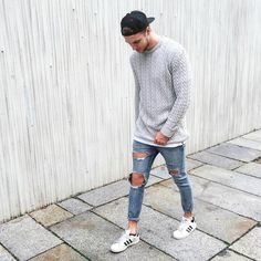 I like this type of outfit and it can be used for my model on the front cover of my magazine. Urban Fashion, Boy Fashion, Winter Fashion, Mens Fashion, Daily Fashion, Streetwear, Men Looks, Lange T-shirts, Stylish Men