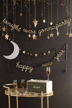 54 Easy DIY New Years Eve Party Decor Ideas. New Years Eve is a time for going out with the old and in with the new. The party symbolizes new beginnings so start off the year with a bang with some fun. Nye Party, Festa Party, Party Time, Elmo Party, Mickey Party, Party Candy, Dinosaur Party, Noel Christmas, Christmas And New Year