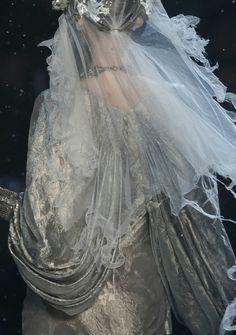 the-moth-princess:  John Galliano, Fall 2009