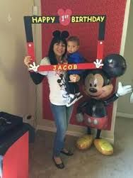Resultado de imagen para Mickey Mouse party photo booth frame diy