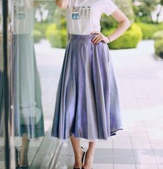 T-shirt Love & Wedges with Doina Ciobann Modest Fashion, Skirt Fashion, Fashion Outfits, Fashion Blogs, Beautiful Outfits, Cool Outfits, Beautiful Clothes, Dress Skirt, Midi Skirt