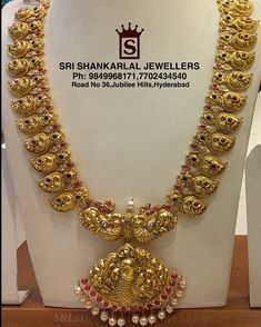 Evergreen Nakshi Kundan Mangomala at wholesale prices! Please Visit Our Store to See Complete Collections Or Visit us at srishankarlaljewe. For any further information Please Contact us 7702434540 Antique Jewellery Designs, Gold Earrings Designs, Gold Jewellery Design, Necklace Designs, Mango Mala Jewellery, Gold Temple Jewellery, Gold Jewelry Simple, Bridal Jewelry, Gold Necklaces