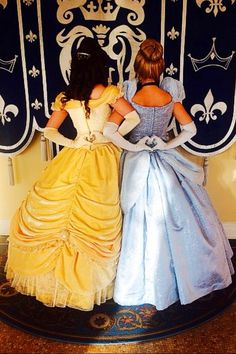 Belle & Cinderella (Heart Hands at Disney World) Disney Cosplay, Disney Princess Cosplay, Belle Cosplay, Prom Pictures, Disney Pictures, Disney And Dreamworks, Disney Pixar, Cinderella Disney, Disney 2017