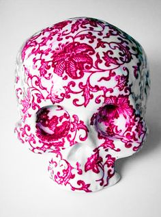 Pink ceramic painted skull by artist Huang Yan Vanitas, Art Et Design, Skull Design, Pink Design, Art Pierre, Decoration Inspiration, Skull And Bones, Grafik Design, Tatoo