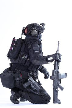 Sas Special Forces, Military Special Forces, Military Armor, Military Guns, Rainbow Six Siege Art, Futuristic Armour, Arte Robot, Military Pictures, Armor Concept