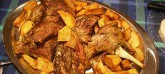Μια εκπληκτική και νοστιμότατη πρόταση για ΑΡΝΙ ΜΕ ΠΑΤΑΤΕΣ ΣΤΟΝ ΞΥΛΟΦΟΥΡΝΟ, θα βρεις στη Nostimada.gr Pot Roast, Food And Drink, Beef, Ethnic Recipes, Goat, Carne Asada, Meat, Roast Beef, Goats