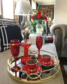 Este posibil ca imaginea să conţină: oameni stând jos, masă şi interior Coffee Cafe, My Coffee, Tea Party Table, Good Morning Coffee, Food Platters, Turkish Coffee, How To Make Tea, Chocolate Coffee, Tea Time