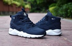 Nike Shoes OFF!> Classic Men's NIke Huarache High Top Cushion Running Sports Shoes Dark Blue / White Source by shoes outfit Moda Sneakers, Sneakers Mode, Sneakers Fashion, Fashion Shoes, Mens Fashion, White Sneakers, Tennis Sneakers, Basketball Sneakers, Fashion Rings