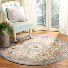 100% pure virgin wool pile hand-hooked to a durable cotton backing. American Country and turn-of-the-century European designs. This collection is handmade in China exclusively for Safavieh. #OurNewestRugs #ChelseaCollection #TraditionalDesign #SoftColorPalette #Safavieh