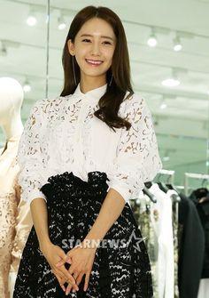 #Yoona #윤아 #ユナ #SNSD #少女時代 #소녀시대 #GirlsGeneration 160325 N21 Store Opening
