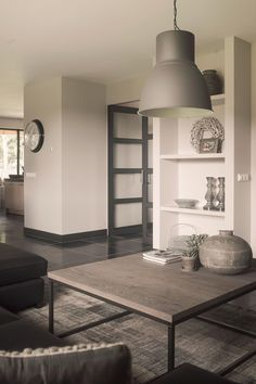 Like the shelf height: salontafel metalen onderstel | www.twoonhuis.nl
