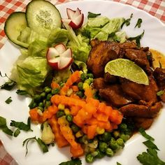 Abendessen Fußball und Sekt  mein Start ins Wochenende  #abendessen#samstag#food#foodporn#foodpics#gemüse#gesund#cleaneating#instafood#lecker#fußball#fleisch#abendbrot#likeme#likemeplease#follow#followmeplease#instagram#diät#lowcarb# by zuckerguss_ahoi