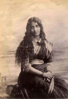 Индийская христианка - сестра милосердия. Бомбей