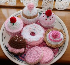 More Pink Knit & Crochet Cakes by sophiecat91, via Flickr