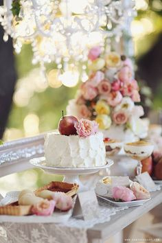 a sweet garden party . Fingers Food, Naked Cakes, Afternoon Tea Parties, Festa Party, My Tea, Snack, High Tea, Let Them Eat Cake, Chocolate