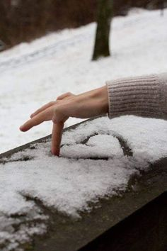 Snow heart - who doesnt love some gushy winter photography? Snow heart - who doesnt love some gushy winter photography?