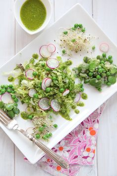 This is gorgeous:fava beans & fresh pea salad from Alkaline Sisters/Tumblr