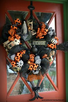 The Witch is In: DIY Halloween Wreath | homeiswheretheboatis.net