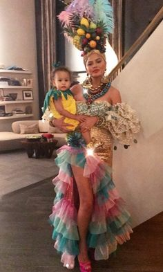 Celebrities dress up with their kids on Halloween Chrissy Teigen and daughter Luna Legend coordinated this Halloween. The cookbook author fittingly dressed as Carmen Miranda with her and John's baby girl dressing as a pineapple. Costume Carnaval, Carnival Costumes, Girl Costumes, Costumes For Women, Brazil Costume, Family Halloween Costumes, Halloween Kostüm, Chiquita Banana Costume, Carmen Miranda Costume