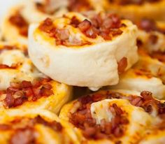 Cheese and Bacon Scrolls Easy .....4 ingredients .... Wonder if it works have to try this !