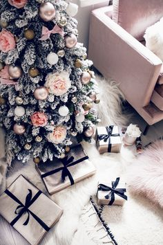 ✔ Awesome Rose Gold Christmas Decorations Living Room Ideas - New Ideas Rose Gold Christmas Decorations, Pink Christmas Tree, Christmas Room, Elegant Christmas, Cozy Christmas, Christmas Design, Christmas Tree Ideas, Gold Decorations, Silver Christmas