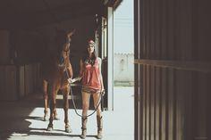 ... Moda de diseño ...  El modelo Apolo, uno de los turbantes más atractivos de la temporada de verano. Impresionate Estela Grande García (@estelagrande) en una imagen apasionante.  Los motivos geométricos acompañan a una lycra en tonos naranja haciendo una combinación #perfecta. La parte trasera se anuda con un lazo ancho cruzado al centro en gasa estampada.   Entra en http://grettandhipp.com/ y elige tu modelo.  Feliz miércoles  Equipo Grett & Hipp  #Grettandhipp #Cintas 