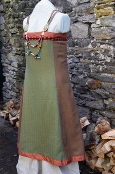 """two-tone again. I wonder if this person has the book """"viking clothing""""- only place I've ever seen advocating this as historical (and most folk disagree with it, even though she works for the Viking museum in Norway). It looks neat though."""