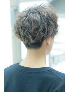 Aesthetic People, Aesthetic Boy, Korean Men Hairstyle, Estilo Tomboy, Shot Hair Styles, Haircuts For Men, Hair Cuts, Curly, Mens Fashion