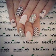 Botanic nails nude, black, lines and hearts – Watch out Ladies Nude Nails, Nail Manicure, Acrylic Nails, Botanic Nails, Instagram Nails, Cute Nail Art, Glitter Nail Art, Fabulous Nails, Creative Nails