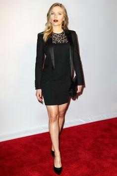 Scarlett Johansson en robe Saint Laurent par Hedi Slimane de la collection automne-hiver 2013-2014 à la cérémonie des Tony Awards à New York, le 8 juin 2013