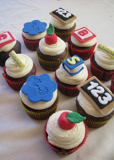 Inspiration from Clever Cupcakes to show appreciation at a preschool! Teacher Cupcakes, School Cupcakes, School Cake, Graduation Cupcakes, Love Cupcakes, School Treats, Fondant Cupcakes, Themed Cupcakes, Cupcake Cakes