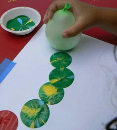 Balloons and paint Fun Eric Carle art project Hungry Caterpillar Kids Crafts, Preschool Crafts, Projects For Kids, Diy For Kids, Toddler Art Projects, Arts And Crafts For Kids Easy, Preschool Art Projects, Summer Art Projects, Craft Kids
