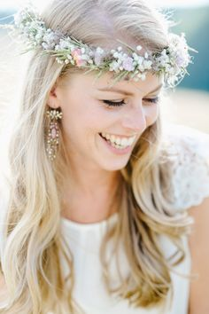 Haarkränzchen: drei blüten Fotografie: Hannah Gatzweiler Crown, Makeup, Fashion, Hair Garland, Fascinators, Hair Fascinators, Make Up, Moda, Corona