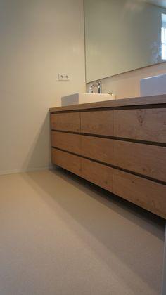 MoreFloors - vloeren Breda waterdichte semi granito vloer in moderne badkamer extra fijne troffel grindvloer