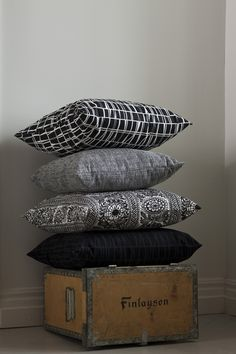 Finlayson Coronna decorative pillowcase I Coronna-koristetyyny Finland Black And White Pillows, Black And White Interior, Home Interior, Interior Decorating, Fluffy Bedding, Coron, Decorative Pillow Cases, Living Room Inspiration, White Patterns