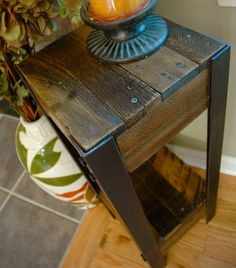 Modern Pallet Wood and Steel Side Table Pallet by TheWoodGarageLLC                                                                                                                                                                                 Mais