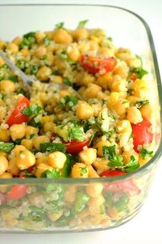 Quinoa & Chickpea Tabbouleh Salad | Vegan Recipes from Cassie Howard Quinoa Tabbouleh, Quinoa Salad, Pasta Salad, Vegan Quinoa Recipes, Delicious Vegan Recipes, Healthy Recipes, Vegan Tacos, Vegan Lunches, Vegan Meals